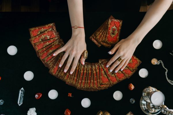 learn Tarot image depicts cards being laid out